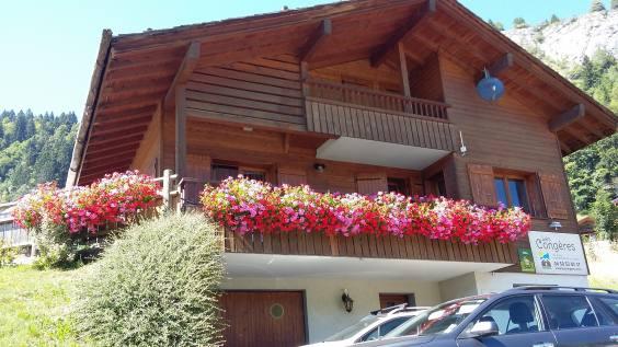 Le chalet Sicoria, très fleuri cet été.jpg