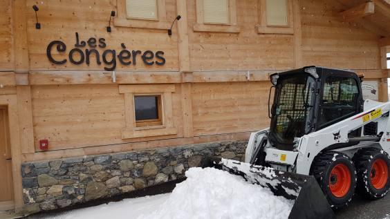 appartement-chalet-luxe-la-clusaz-ski-neige.jpg